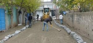 Kahta ilçesinde kilit parke taşı döşeme çalışmaları devam ediyor