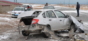 Bitlis'te minibüsle otomobil çarpıştı: 1 ölü, 2 yaralı