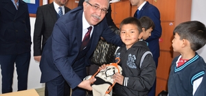 Başkan Çetin ve Türkayık öğrencileri sevindirdi