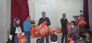 İlkokul öğrencilerine mont yardımı yapıldı