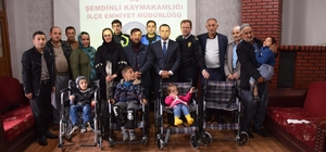 Polisten 5 engelliye tekerlekli sandalye
