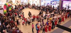 'Dünya İnsan Hakları Günü' çocuklarla kutlandı
