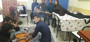 Üniversite Öğrencileri sınavlar öncesi türkü gecesi düzenlediler