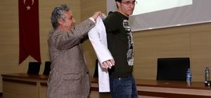 Eczacılık Fakültesi öğrencileri beyaz önlüklerini giydi