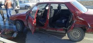 Tekirdağ'da minibüs ile otomobil çarpıştı: 3 yaralı