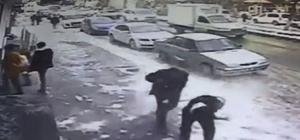 Çatıdan düşen kar kütlesi bir kişiyi yaraladı