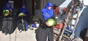 """Köy kadınları """"kış karpuzu"""" için destek bekliyor"""