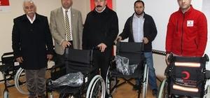 Kızılay Şubesinden tekerlekli sandalye yardımı