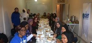 Afrikalı kız öğrenciler kahvaltı sofrasında buluştu