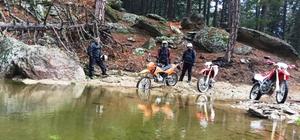 Motosiklet tutkunları doğayı keşfediyor
