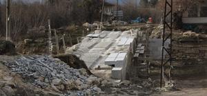 Çavdarhisar'da Tarihi Penkalas Köprüsü yenileniyor