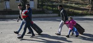 Türkiye'ye sığınan Suriyelilerin güvenli bölgelere dönüşü sürüyor