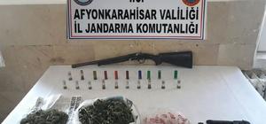 Jandarma esrar ve ruhsatsız silah ele geçirdi