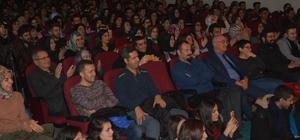 Demirci'de Eğitim Fakültesi öğrencilerinden tiyatro gösterisi