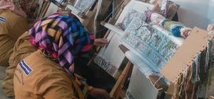 İpek, hünerli ellerde sanata dönüşüyor