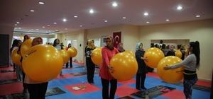 Erdemlili kadınlar, belediyenin spor merkezinde form tutuyor