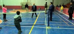 Vali Atik, spor tesislerinde gençlerle buluştu