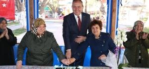 Mahalleli kadınlardan Başkan Işık'a pastalı teşekkür