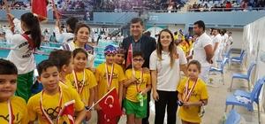 Sanko okullarının minik kulaçları madalya ile döndü