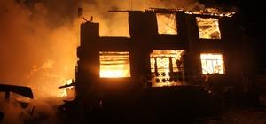 Bolu'da iki katlı ev, ahır, samanlık, garaj ve kamyonet yandı