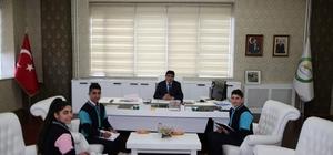 Öğrencilerden Rektör Alma'ya ziyaret