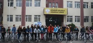 Mülteci öğrencilerle birlikte bisiklet sürdüler
