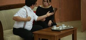 Erdemli Belediyesi Şehir Tiyatrosu'ndan, üniversite öğrencilerine tiyatro gösterisi