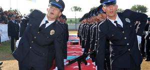 aşkan Özakcan, polislerin mezuniyet heyecanına ortak oldu