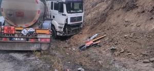 Asit yüklü kamyon kaza yaptı
