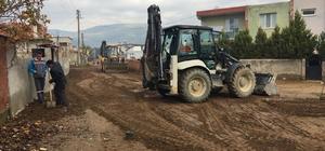 ermencik Belediyesi yol yapımına yoğunlaştı