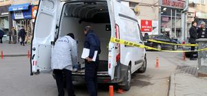 Kamyonetin lastiğini patlatarak araçtaki 100 bin lirayı çaldılar