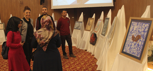 Adana'da dezavantajlı öğrencilerden ebru sergisi