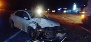 Otomobil tıra çarptı