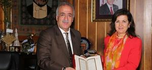 İzmir Demokrasi Üniversitesi Rektörü Bedriye Tunçsiper, Rektör Çomaklı'yı ziyaret etti