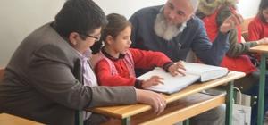 Afyonkarahisar Gençlik Merkezi gönüllüleri Engelli Kur'an Kursu'nu ziyaret etti