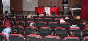 Çaldıran'da 'Sanalda Kaybettiğimiz Gerçekler ve Sosyal Medya Ahlakı' semineri