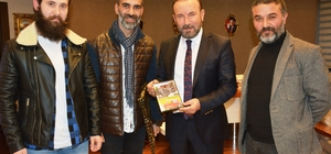 Kırmızı Otomobil filmi yapımcılarından Başkan Doğan'a ziyaret