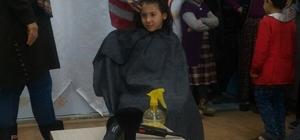 Köy okulu öğrencilerine ücretsiz saç kesimi ve bakımı yapıldı