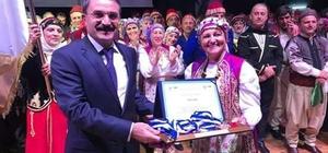 Süleymanpaşa Belediyesi Yetişkin Bayanlar Halk Oyunları Ekibi ödülle döndü