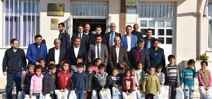 Adıyamanlılar Vakfından depremzede öğrencilere giysi yardımı
