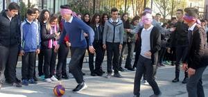 Öğrenciler, empati kurmak için gözleri kapalı maç yaptı