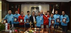 Şampiyonluk sevincini Başkan Ataç ile paylaştılar