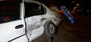 Sakarya'da ambulans ile otomobil çarpıştı: 4 yaralı