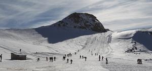 Hakkari'de 2 bin 800 rakımda kayak keyfi