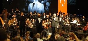 Mersin, Zeki Müren şarkılarıyla nostalji yaşadı