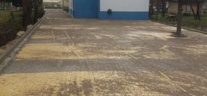 112 Acil Sağlık istasyonu görevlileri çamurdan kurtuldular