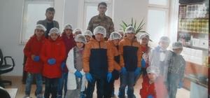 Öğrenciler askerlerle bir araya geldi