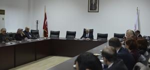 Rektör Vekili Ali Azar, merkez müdürleriyle bir araya geldi