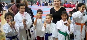 Aliağalı genç karatecilerden 10 madalya