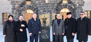 Azerbaycan STK temsilcileri Ulu Cami ve Anıt'ı ziyaret etti